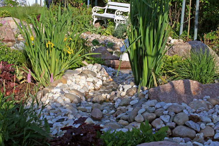 blumenstein garten und landschaftsbau wasserlauf. Black Bedroom Furniture Sets. Home Design Ideas